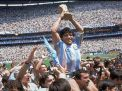 ম্যারাডোনার মৃত্যুর সংবাদে কাঁদছে ফুটবল বিশ্ব