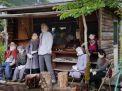 'ভ্যালি অফ ডলস' যেখানে মানুষ নয় পুতুলের বসবাস!