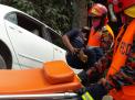 প্রাইভেটকার খাদে পড়ে বাবা-মেয়েসহ ৪ জন আহত
