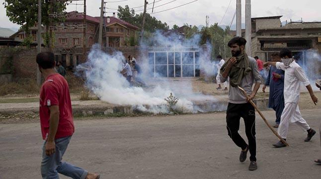 জম্মুতে সরল নিষেধাজ্ঞা, কাশ্মীরে থাকবে 'আরও কিছুদিন'