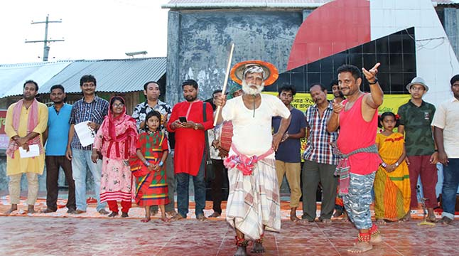 পিরোজপুরের মঠবাড়িয়ায় উদীচী'র ডেঙ্গু বিরোধি গম্ভীরা