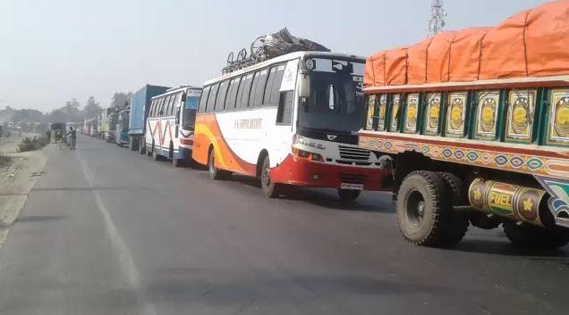 ঢাকা টাঙ্গাইল মহাসড়কে দীর্ঘ যানজট
