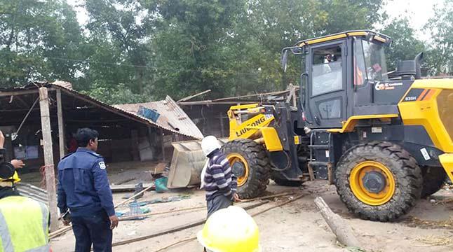 কুমিল্লার নিমসার বাজারে ৪০ অবৈধ স্থাপনা উচ্ছেদ