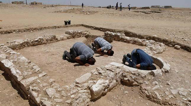ফিলিস্তিনের মরুভূমিতে প্রাচীন মসজিদের ধ্বংসাবশেষ আবিষ্কার