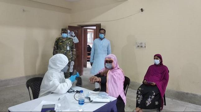 পাবনায় গর্ভবতী নারীদের সেনাবাহিনীর বিনামূল্যে স্বাস্থ্যসেবা