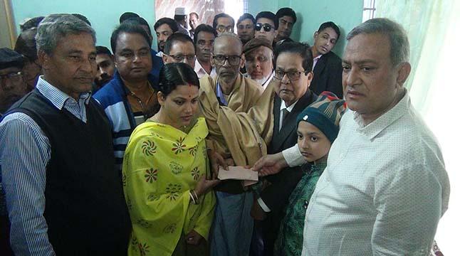 মৌলভীবাজারে অগ্নিকাণ্ড: নিহতদের পরিবারকে অনুদান দিলেন বিএনপি নেতা