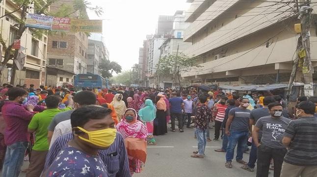 ঢাকায় ডেকে এনে কারখানায় ঢুকতে বাধা পোশাকশ্রমিকদের