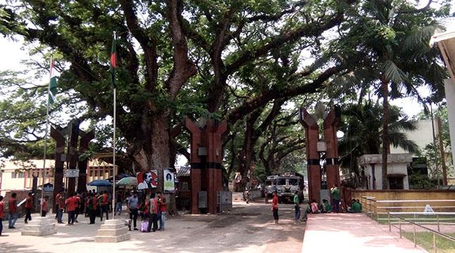 বিএসএফের হয়রানিতে বেনাপোল বন্দরে আমদানি-রফতানি বন্ধ